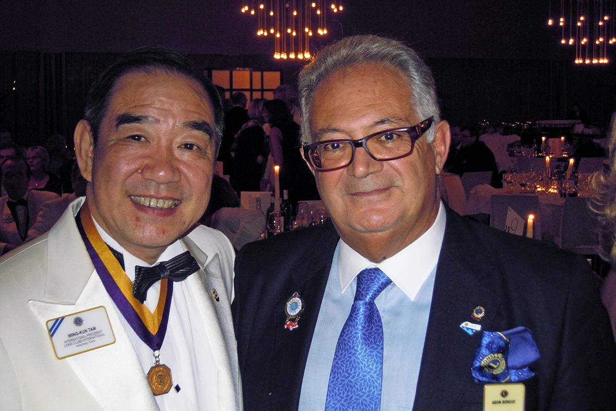 A sinistra, Wing-Kun Tam, Presidente Internazionale 2011/2012